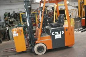 Stato: Nuovo o Usato Modello: Lugli C/3 15 Montante: elettronico – Triplex Gal H 4500 mm Portata kg: 1500 Dichiarazione di Conformità: CE