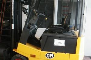 Stato: Nuovo o Usato Modello: OM E 15 N Montante: elettronico – Triplex Gal H 4400 mm Portata kg: 1500 Dichiarazione di Conformità: CE