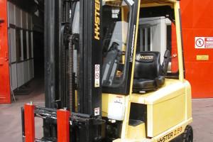 Stato: Nuovo o Usato Modello: Hyster 2,50 Montante: Triplex Gal H 6000 mm Portata kg: 2500 Dichiarazione di Conformità: CE