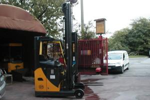 Stato: Nuovo o Usato Modello: OM Retratile RX 16 AC Montante: Triplex Gal H 8670 mm Portata kg: 1600 Dichiarazione di Conformità: CE